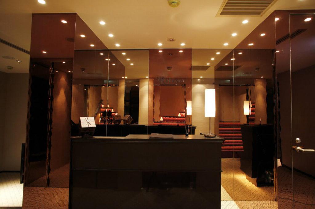 リラクゼーションサロンの店舗デザイン・店舗内装例_フロントデザイン