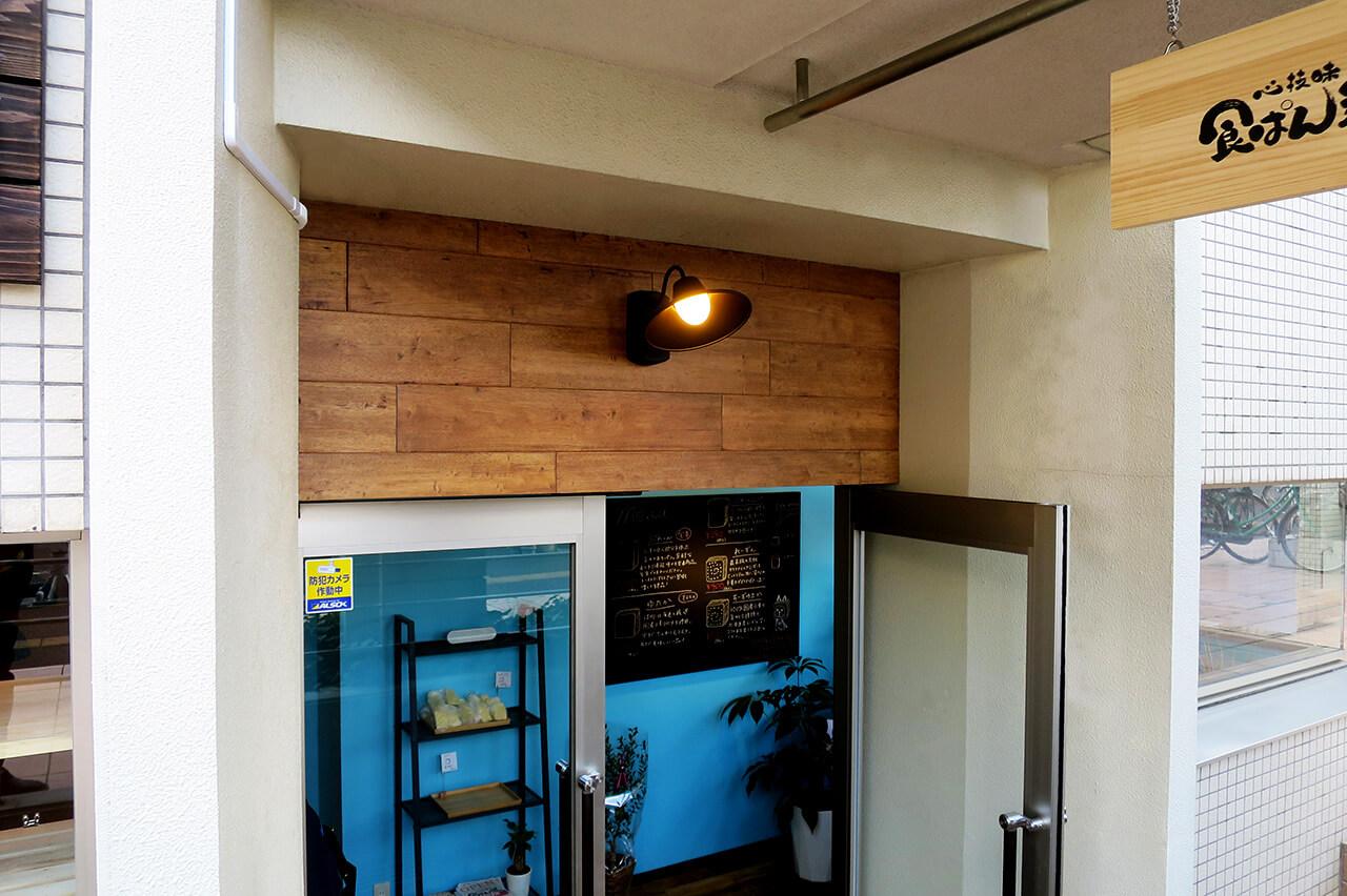 こだわりの食パン専門店の店舗デザイン・内装デザイン例_廊下