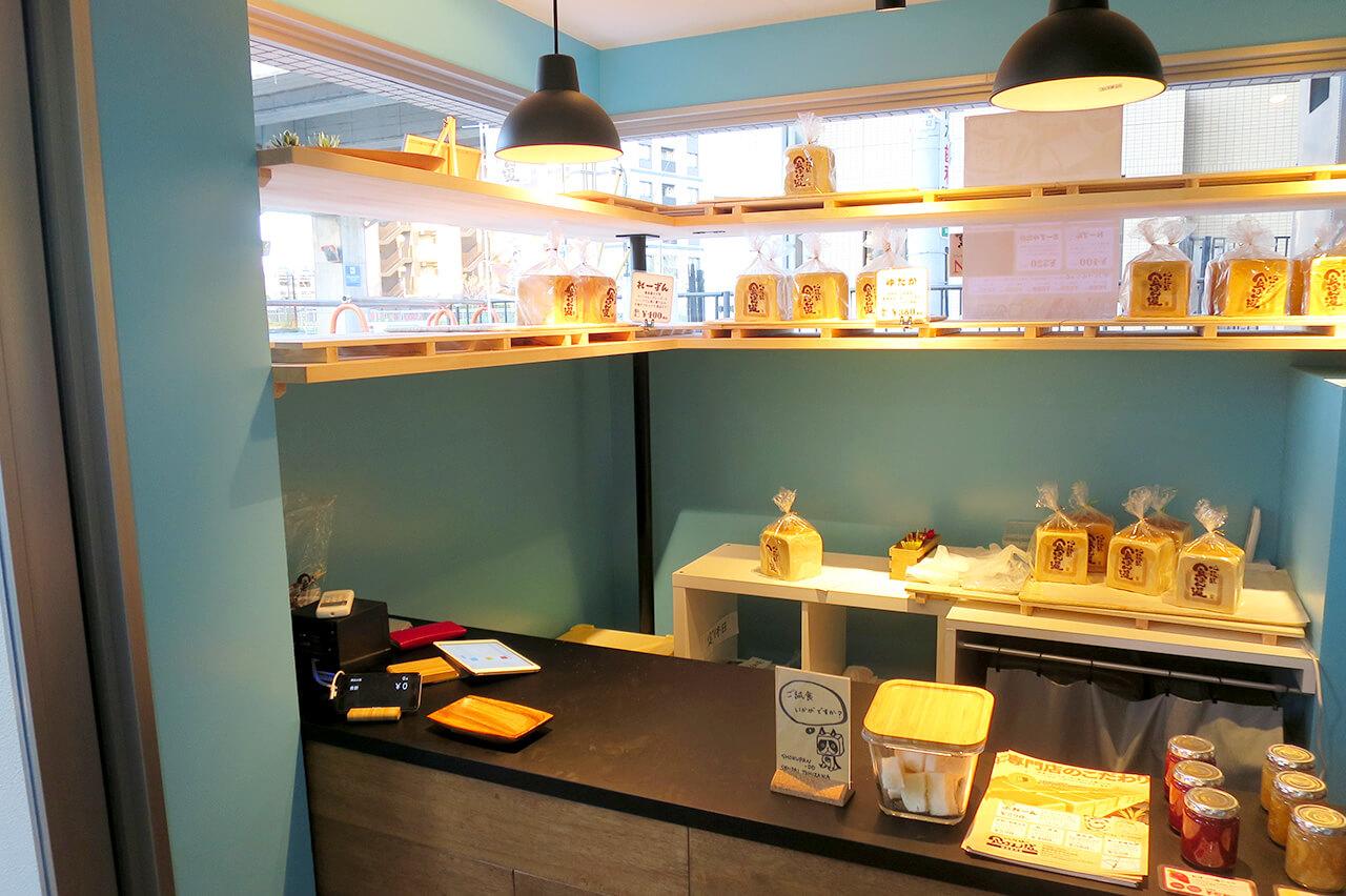こだわりの食パン専門店の店舗デザイン・内装デザイン例